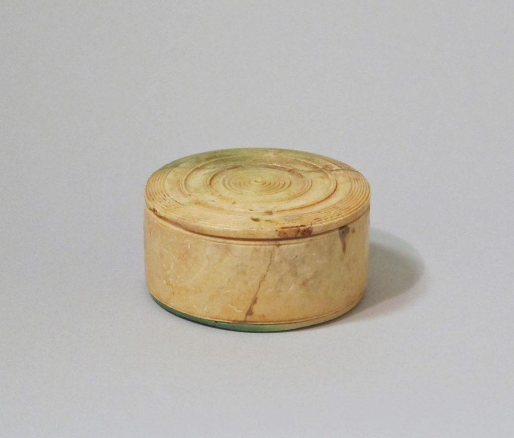 Bone pyxis (box with lid)
