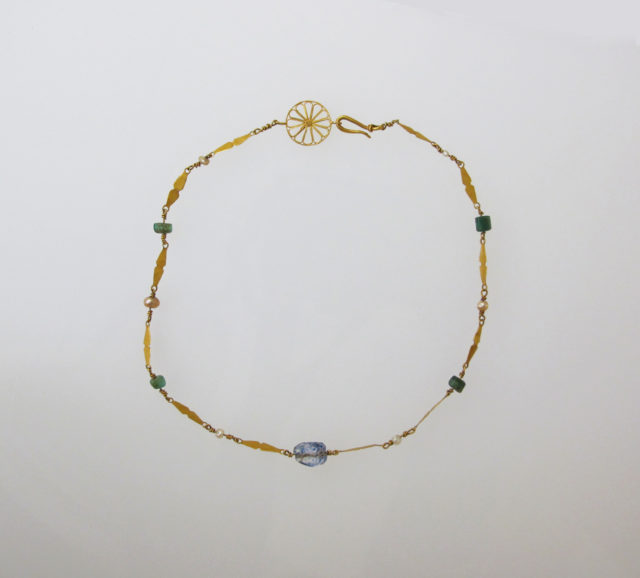 Necklace with pearls and beryl beads