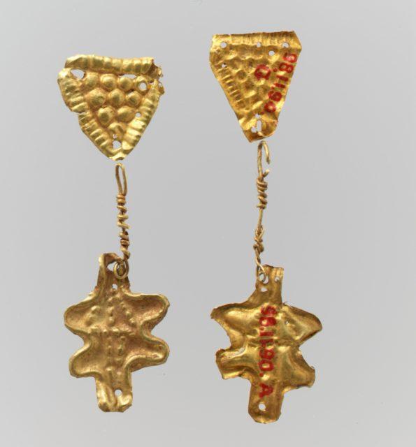 Bead ornaments, triangular, 8