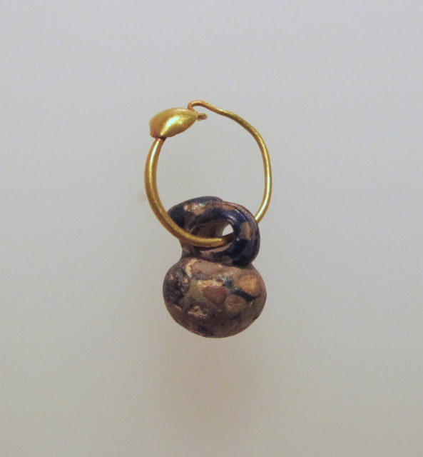 Gold earring with glass pendant in the form of a miniature jug or gourd
