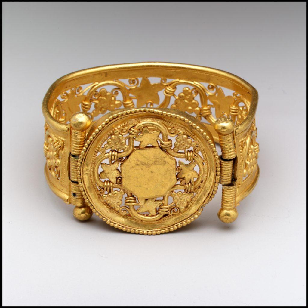 Bracelet with Grapevine Pattern