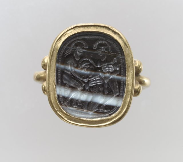 Finger ring with ancient intaglio