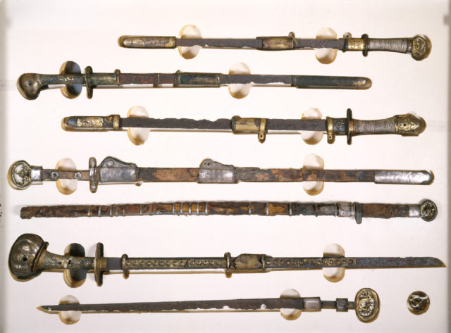 Sword with Scabbard Mounts