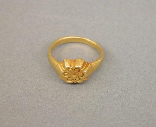 Ring with Floral-Shaped Bezel and Design Details