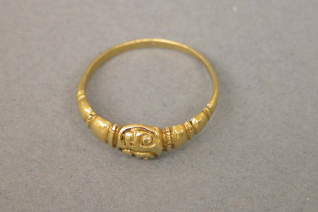 Ring with Raised Circular Bezel and Ribbed Hoop
