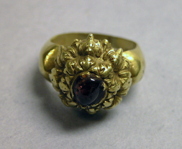 Stirrup-shaped Ring with Purple Circular Stone