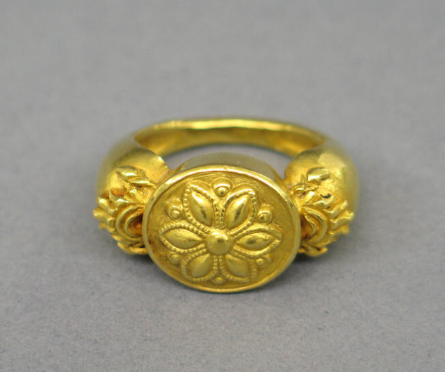 Stirruped-Shaped Ring with Circular Bezel with Lotus