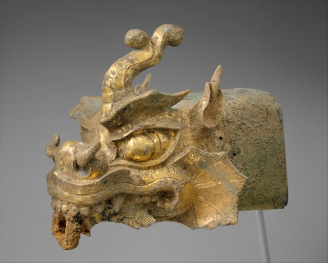 Rafter finial in the shape of a dragon's head and wind chime