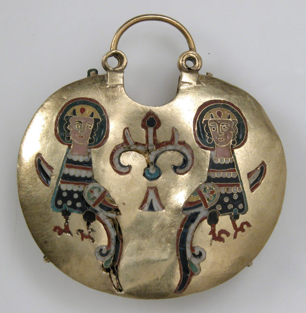 Temple Pendant with Two Sirens Flanking a Tree of Life (front) and Confronted Birds (back)