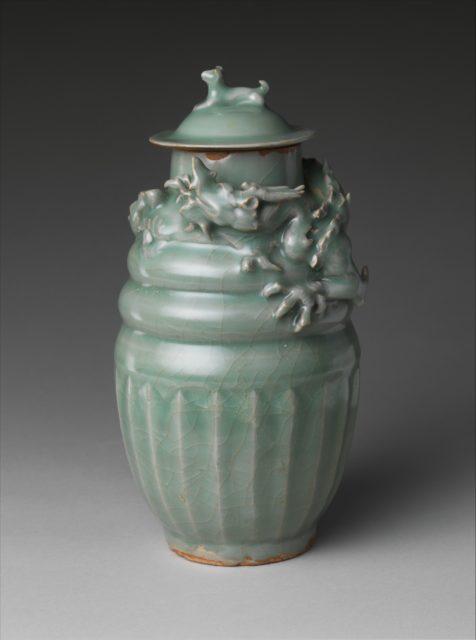 Funerary jar with dragon