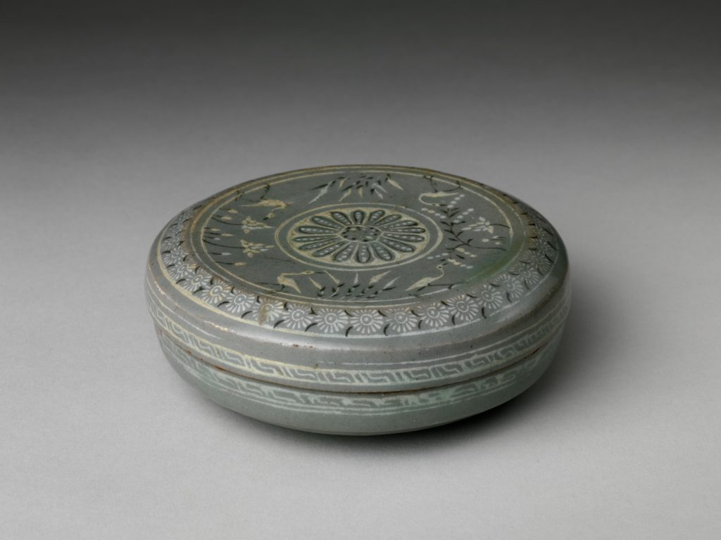 Covered box decorated with chrysanthemums and waterfowl among lotus