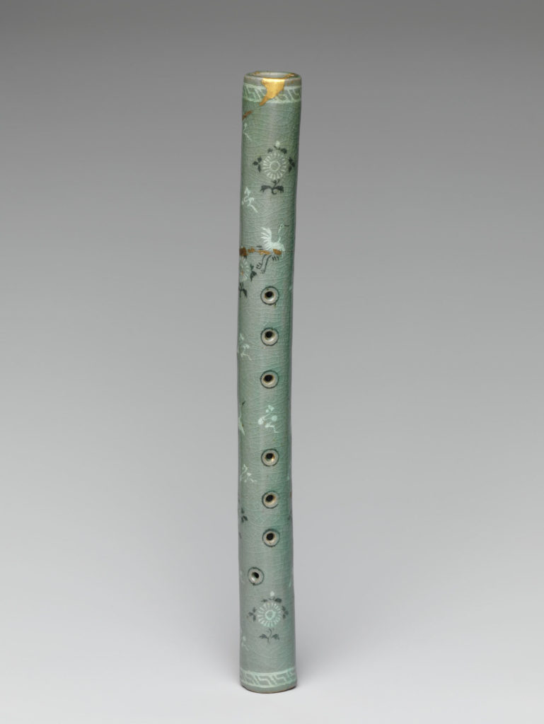 Vertical flute decorated with chrysanthemums, cranes, and clouds