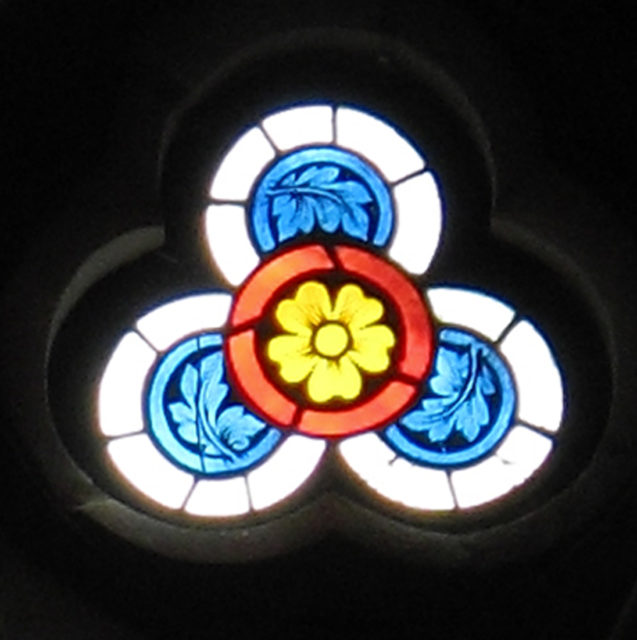 Trefoil-shaped Tracery Light