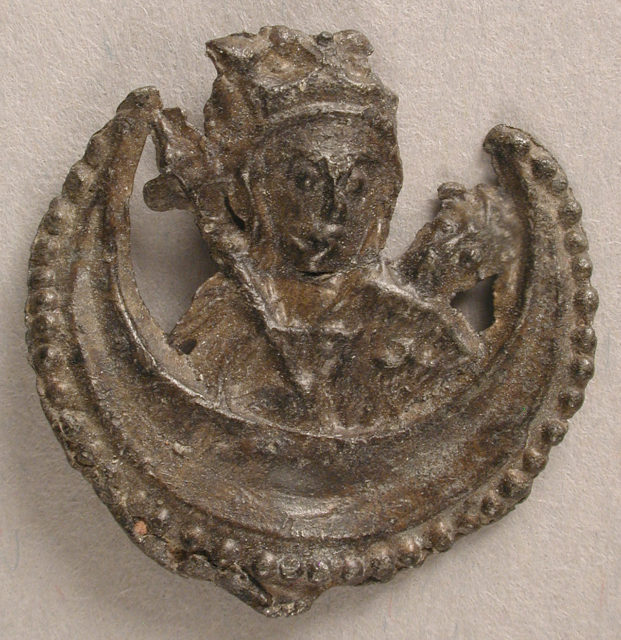 Badge with Madonna and Infant