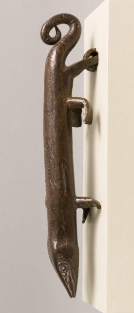 Door knocker in the shape of a salamander