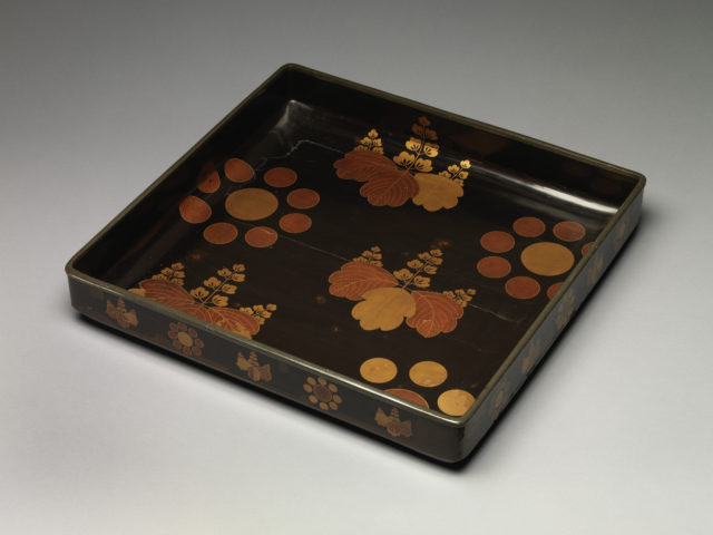 "Clothing Tray (Midare-bako) with Paulownia and ""Nine Stars"" Crests"