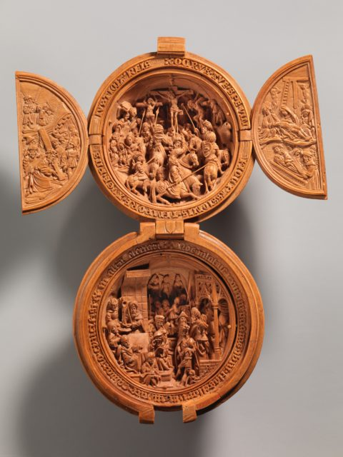 Prayer Bead with the Crucifixion and Jesus before Pilate
