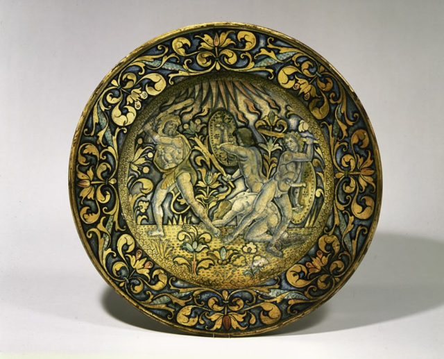 Dish (piatto); The story of Hercules: the gods called upon Hercules to help them defend Olympus against the attack of the Giants, sons of Uranus and Gaea (Heaven and Earth)