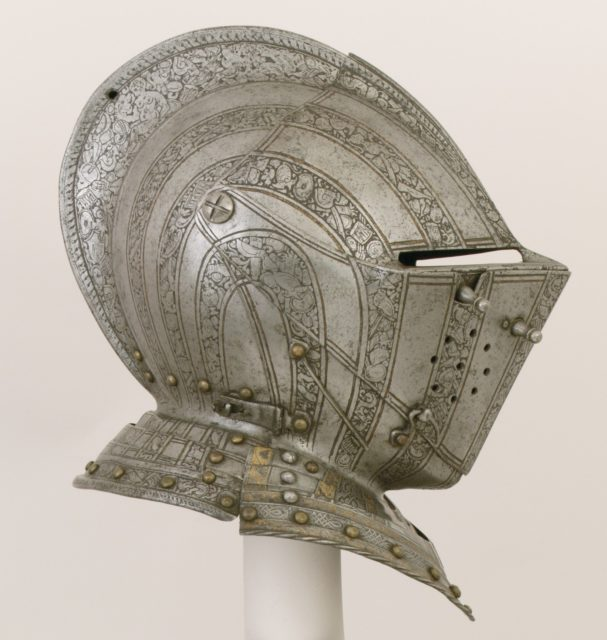 Close-Helmet for the Field and Tourney