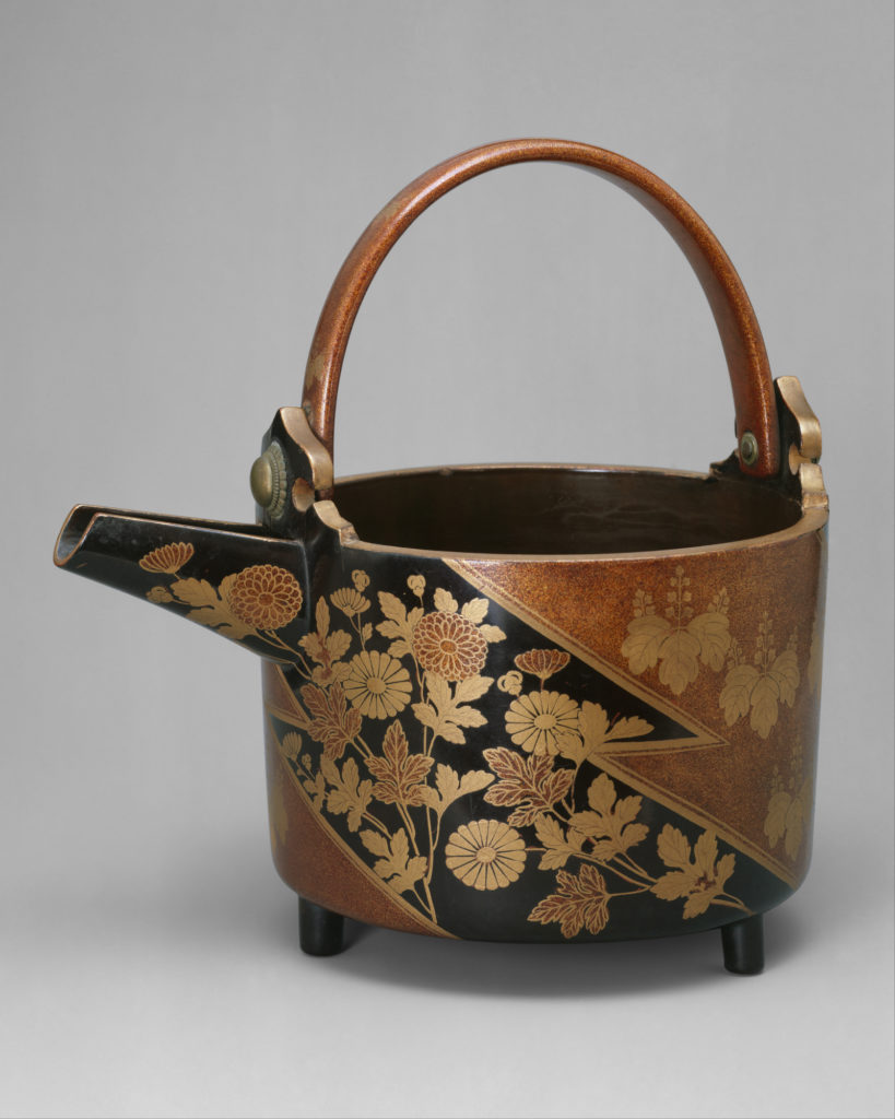 Wine Ewer with Design of Chrysanthemums and Paulownia Crests in Alternating Fields