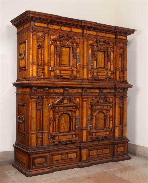 Cabinet (Fassadenschrank)
