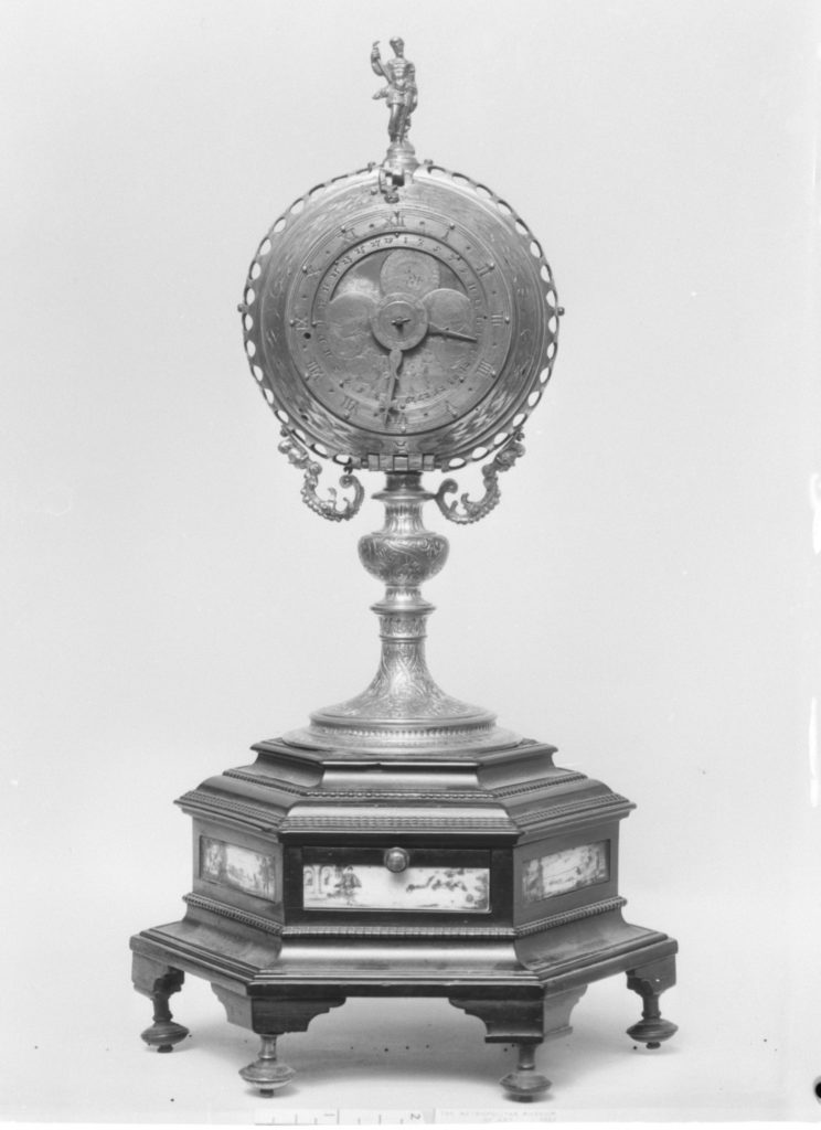 Clock with base