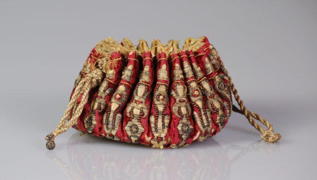 Gaming purse