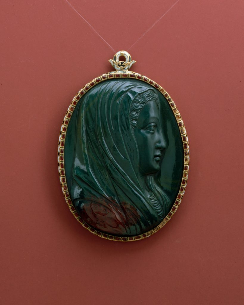 Pendant with head of the Virgin