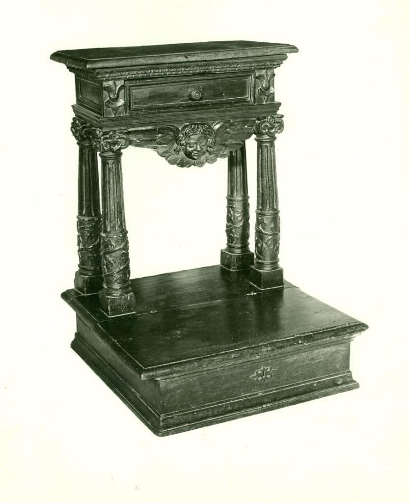 Prie Dieu (Prayer desk)