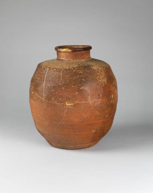 Shigaraki Jar (Tsubo)