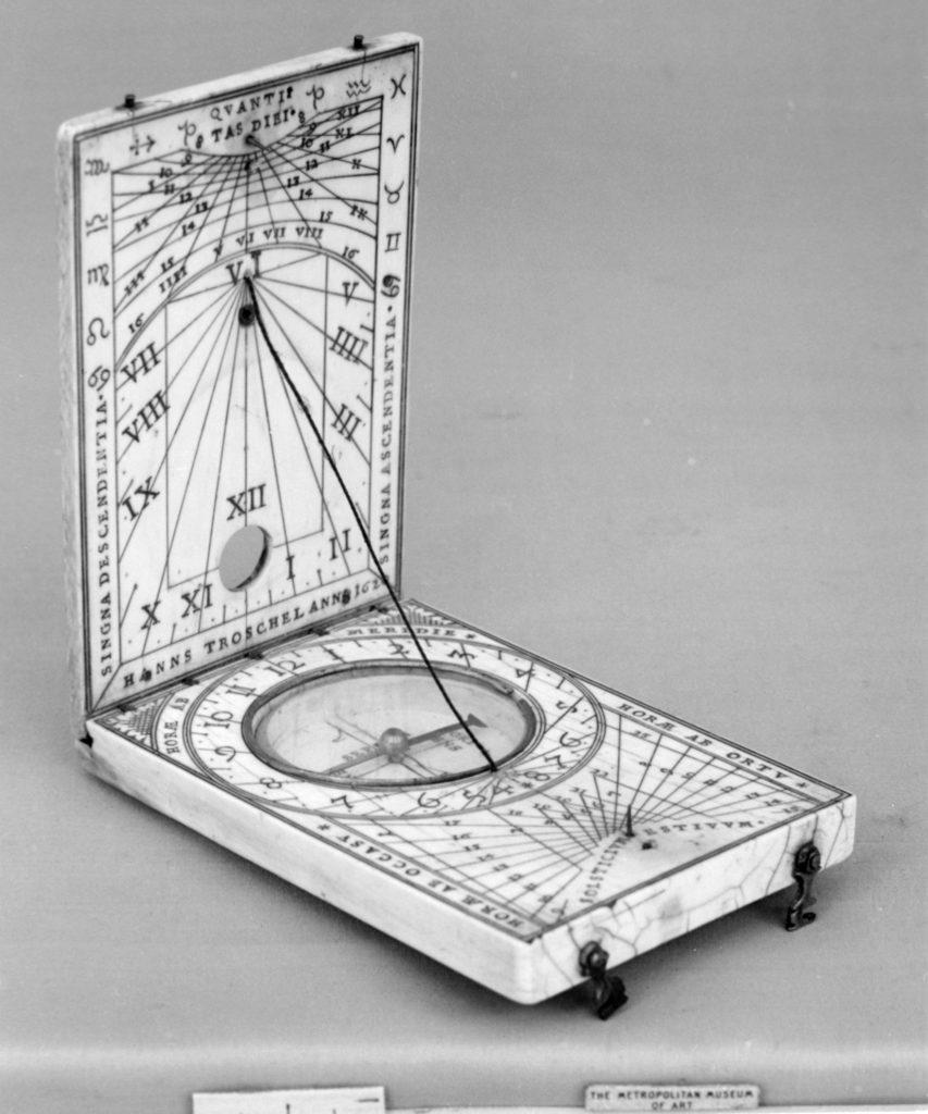 Portable diptych sundial