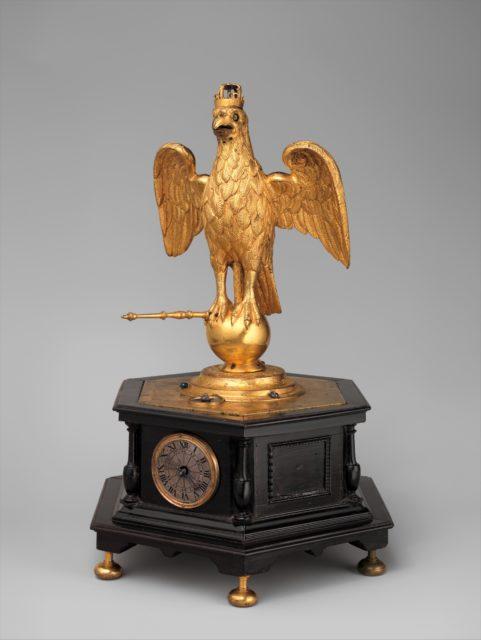 Automaton clock in the form of an eagle