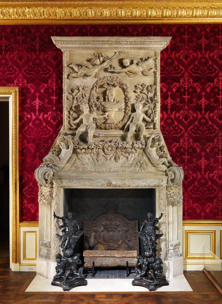Chimneypiece (cheminée)