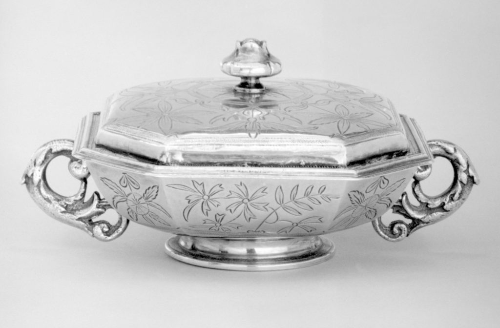 Pair of bowls with covers (part of a toilet service)