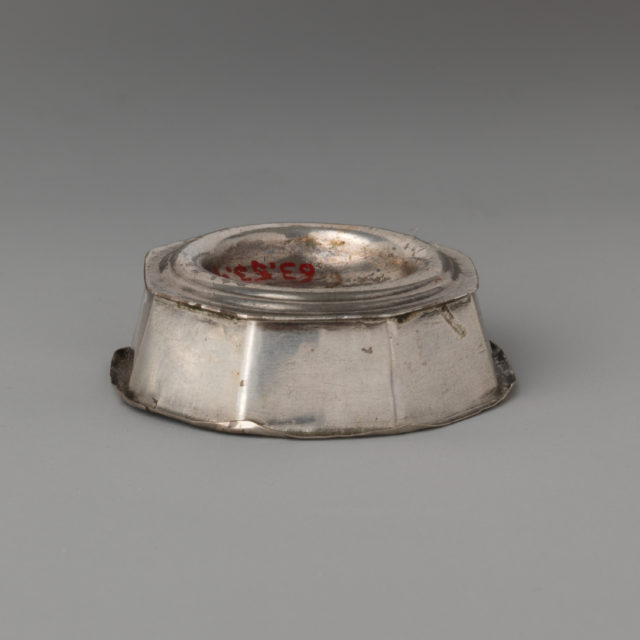 Miniature salt trencher