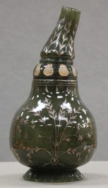 Bottle in the shape of a gourd