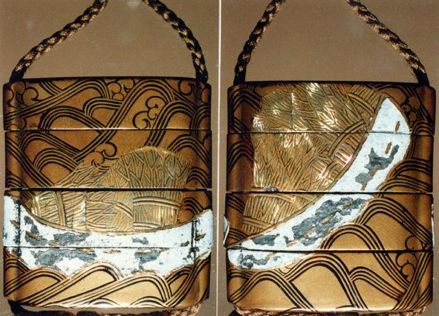 Case (Inrō) with Design of Boat Carrying Brushwood Bundles over Waves