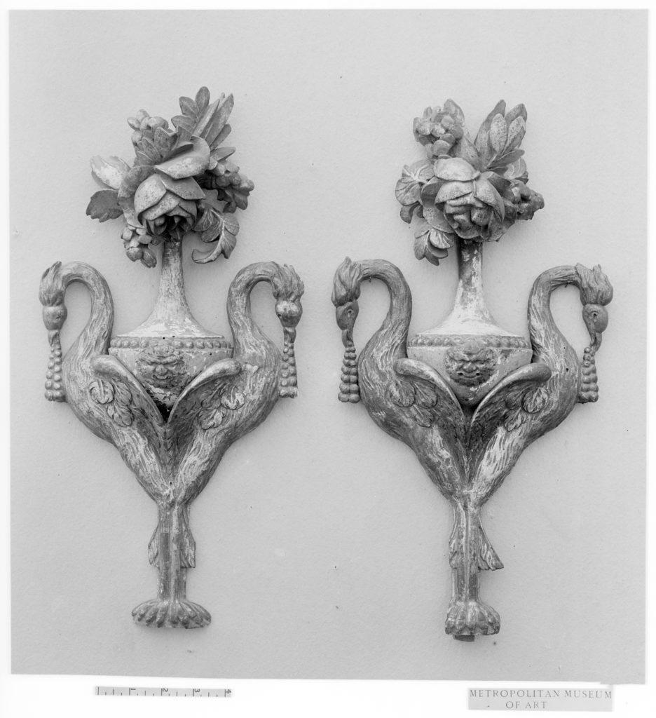 Pair of pendant bouquet