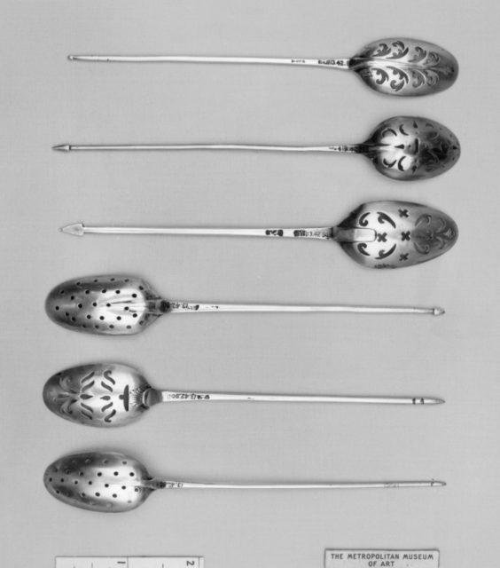 Strainer spoon
