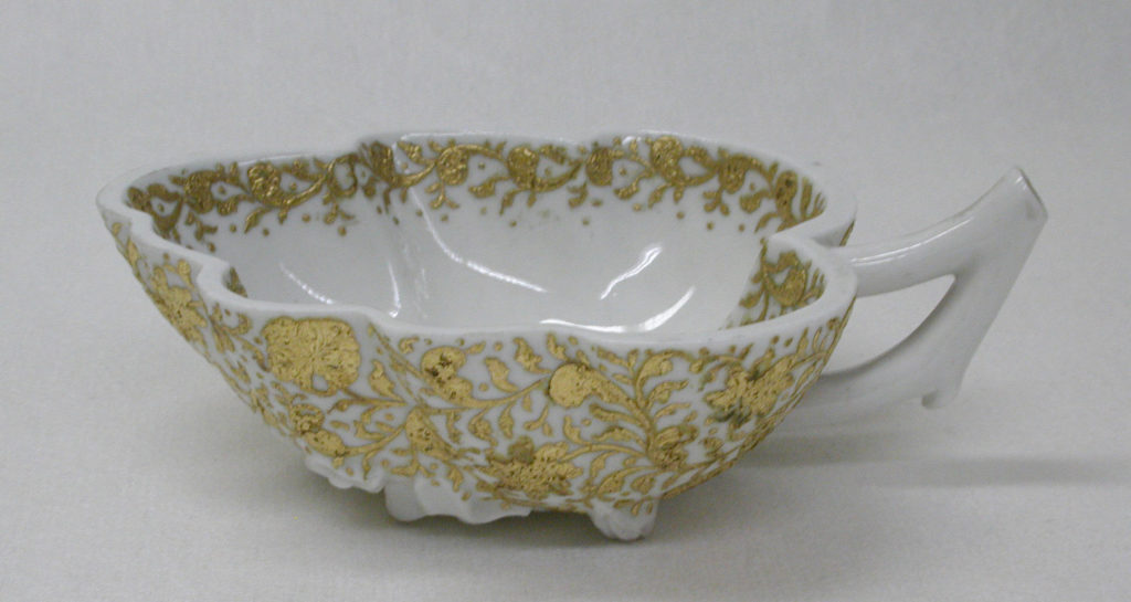 Leaf-shaped dish (part of a service)