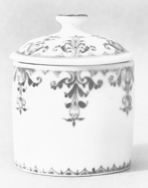 Toilet jar with cover