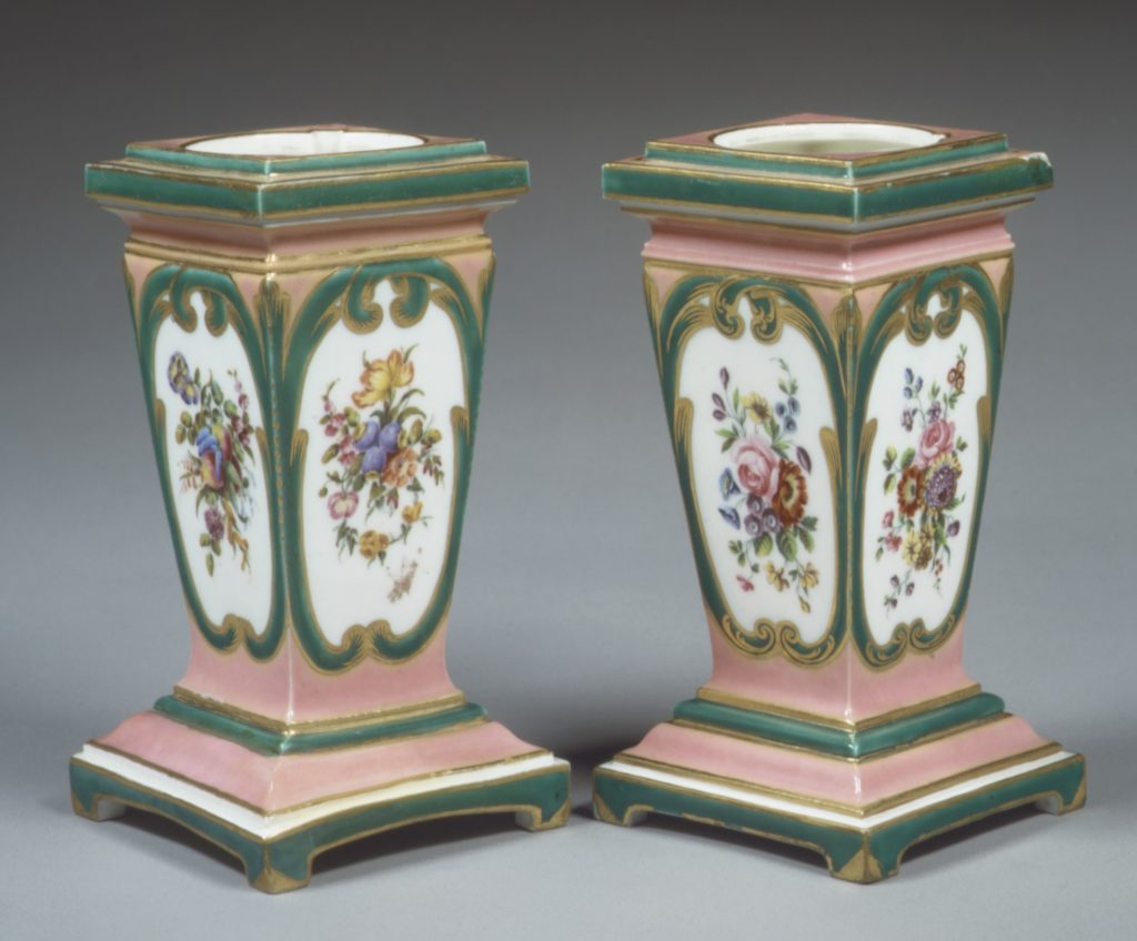 Pedestal vase and bulb pot (piédestal en gaine) (one of a pair)