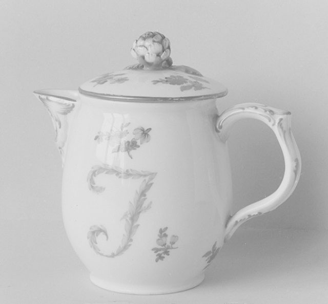 Milk pot with cover
