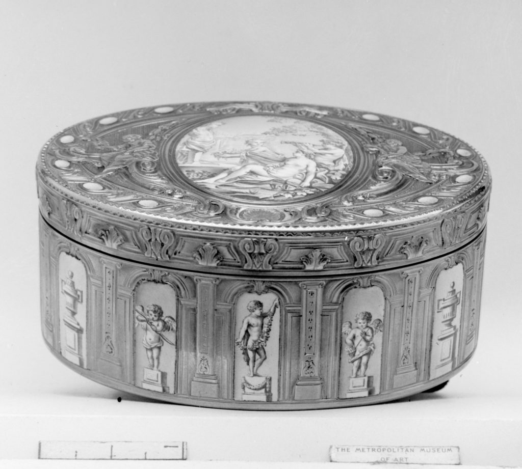 Snuffbox with grisaille decoration of Cupid and Venus