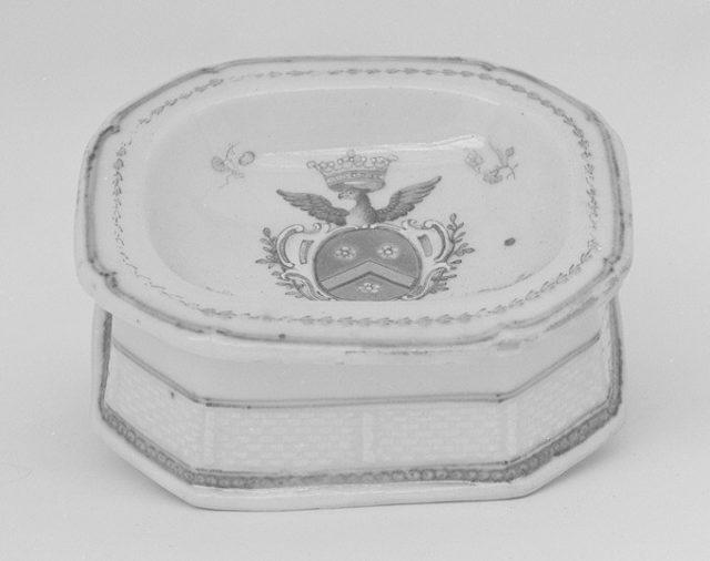 Salt dish (part of a service)