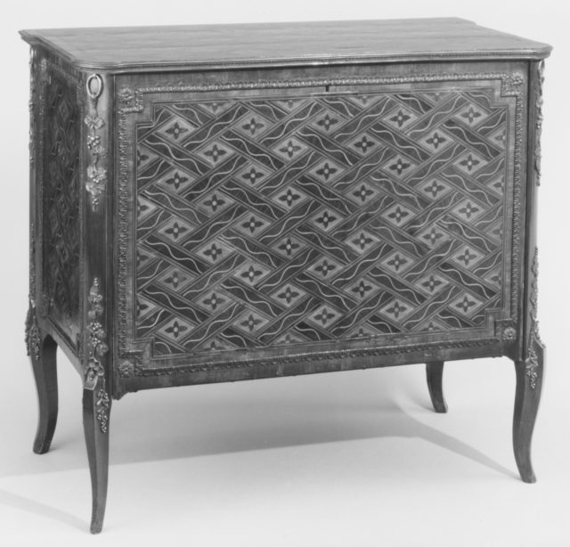 Commode (one of a pair) (part of a set)