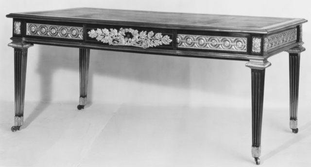 Writing table (bureau plat)