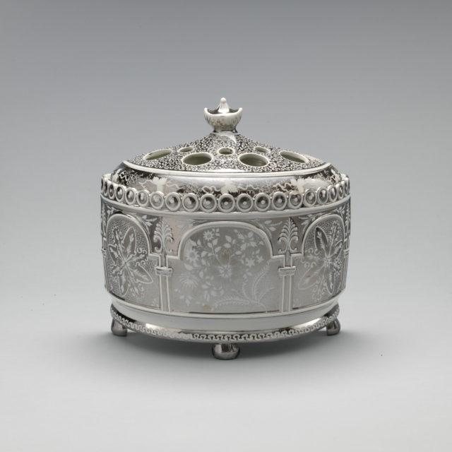 Jardinière with cover