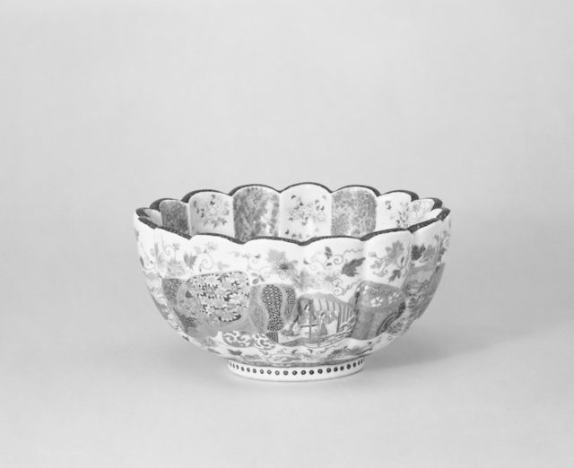 Small Scalloped-shape Bowl with Design of Vertical Floral Bands and Chinese Children on Bottom of Interior