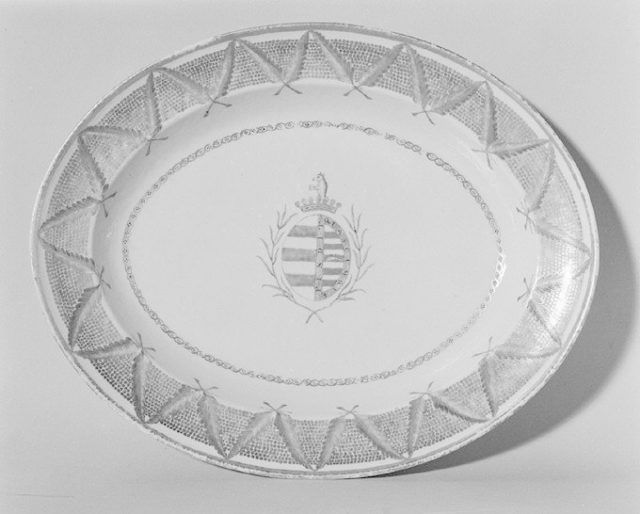 Serving dish (part of a service)